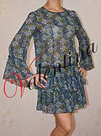 Шифоновое платье с оборками по рукаву и низу