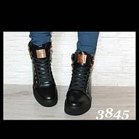 Чёрные на шнуровке Сникерсы