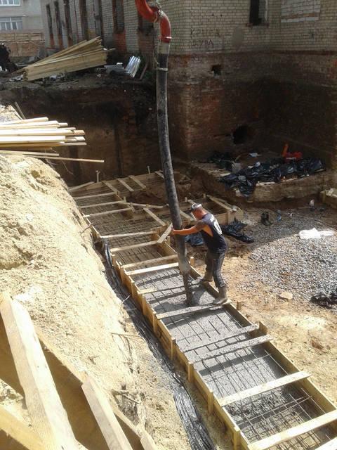 Приемка бетона в опалубку.