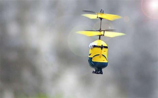 Игрушка летающий Миньон (Посіпака) хит