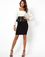 Платье с баской из искусственной кожи ,светлым лифом и черной юбкой