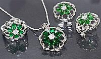 Набор: кулон на цепочке, серьги и кольцо 16 р. Цвет: серебряный. Камни: зелёный и белый циркон.