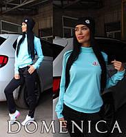 Стильный женский спортивный костюм: голубой свитер, брюки и шапочка