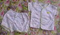 Комплект кофточка и шортики белый с желтой окантовкой, возраст 3-6 мес