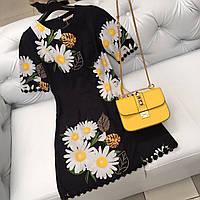 Черное платье с ромашками