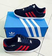 Тёмно-синие кроссовки с красными полосками
