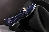 Женские синие туфли с позолотой