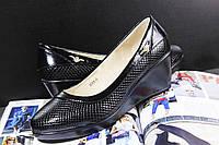 Модные женские туфельки на танкетке