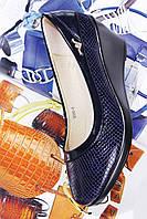 Женские синие туфли на танкетке