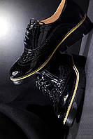 Лаковые женские туфли на шнуровке