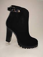Черные  замшевые ботиночки на каблуке  ERISSES. Маленькие и стандартные размеры.