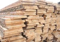 Доска не обрезная ( строительная ) от 20 мм до 25 мм толщиной.