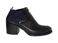 Кожаные демисезонные женские ботинки со стрейчем и змейкой