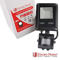 ElectroHouse LED прожектор с датчиком движения 10W IP65 ElectroHouse