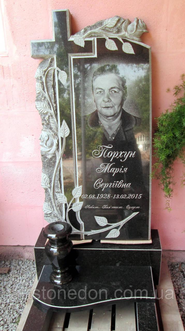 Памятник с розами и крестом фото Ваза. Покостовский гранит Орлов