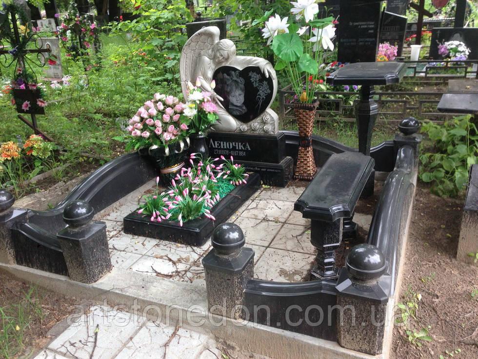 Памятник на могилу в виде ангела  №910
