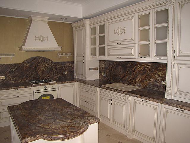 Кухни из массива дерева с патиной