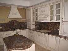 Кухни из массива дерева с патиной со склада