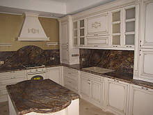 Кухні з масиву дерева з патиною зі складу