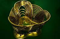 Конфетница плетенная треугольная ракушка золото.