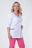 Медицинский костюм женский с вышивкой