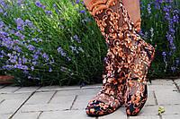 Модные кружевные летние сапожки с золотой вышивкой