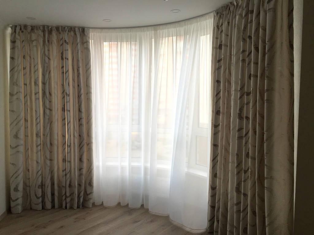 Прямые шторы в пол с рисунком.