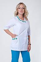 Медицинский костюм брючный белый+голубой с вышивкой