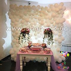 Стена из белых шариков