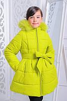 Зимняя удлиненная куртка Анжелика 122-152 рр с нат. мехом цвета лайм