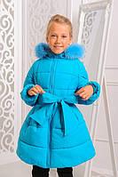 Зимняя удлиненная куртка Анжелика 122-152 рр с нат. мехом голубого цвета