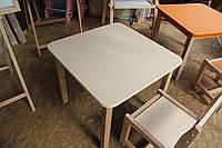 Деревянный столик квадратный