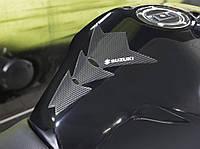 Наклейка на бак мотоцикла Suzuki карбон