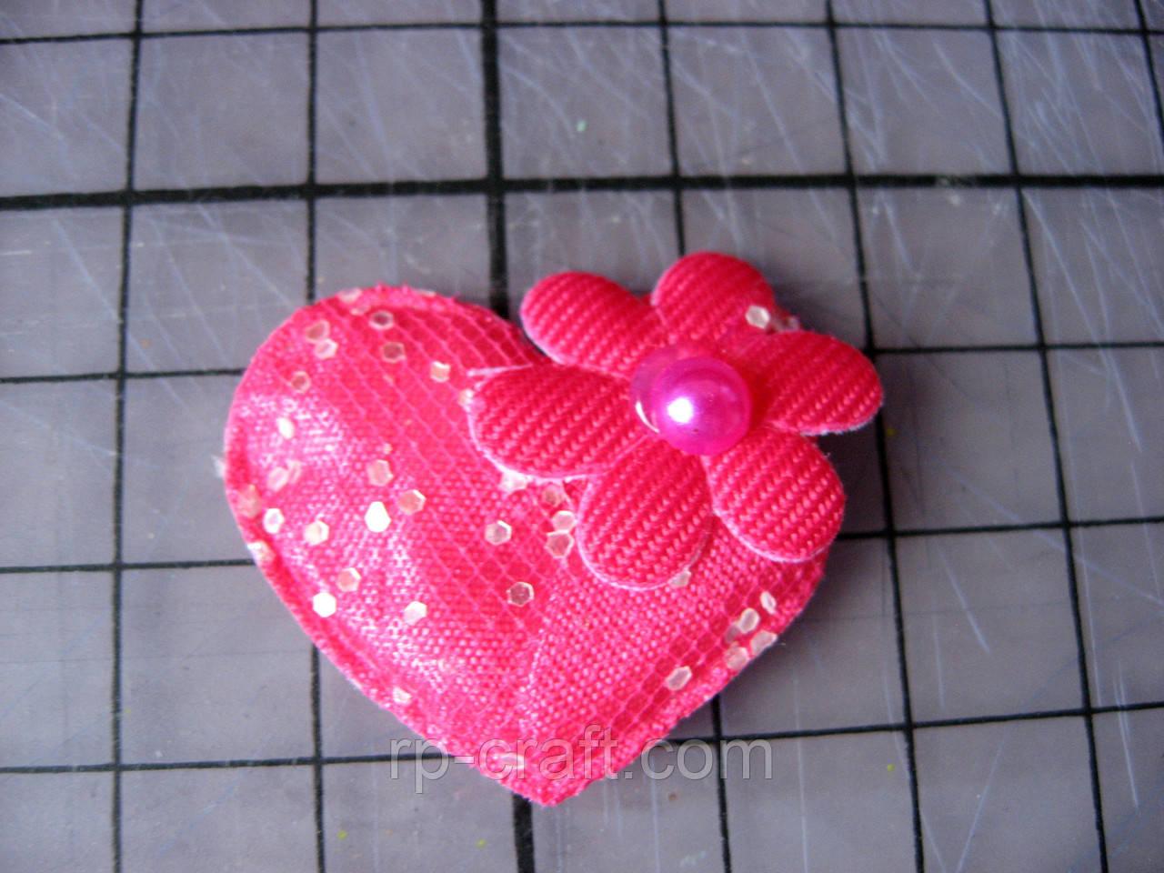 Аппликация из ткани. Сердце с цветочком,  розовое