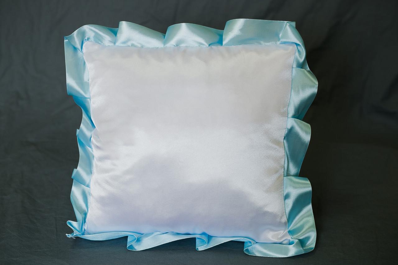 Подушка атласна квадрат, рюш блакитний
