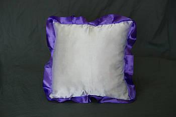 Подушка атласна квадрат, рюш фіолетовий