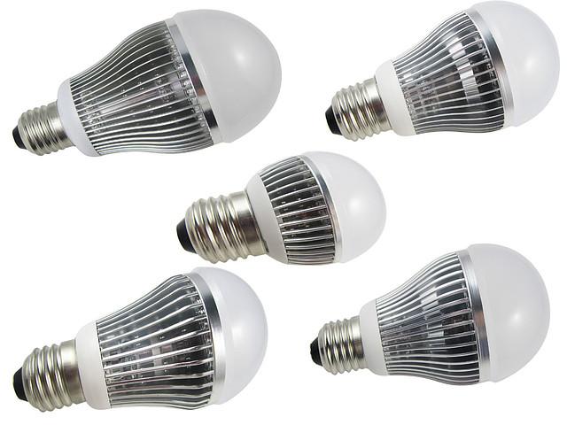 Энергосберегающая светодиодная лампочка на 12W E27