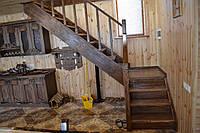 Лестница поворотная на 90 градусов под старину