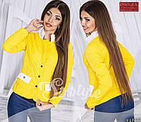 Стильная легкая курточка на кнопках, со значком CHANEL, желтая