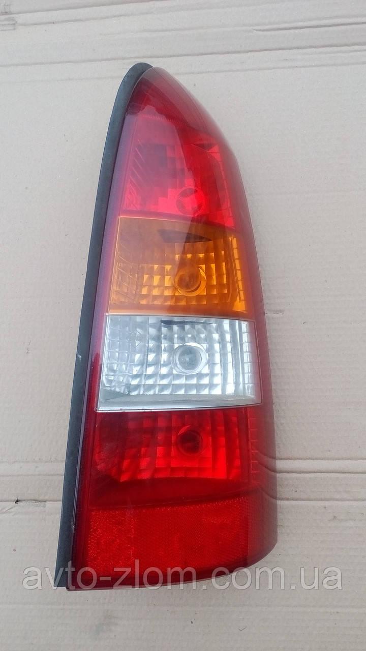 Правий фонарь Opel Astra G універсал.