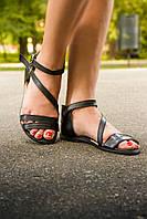 Босоножки черного цвета из натуральной кожи на низком ходу