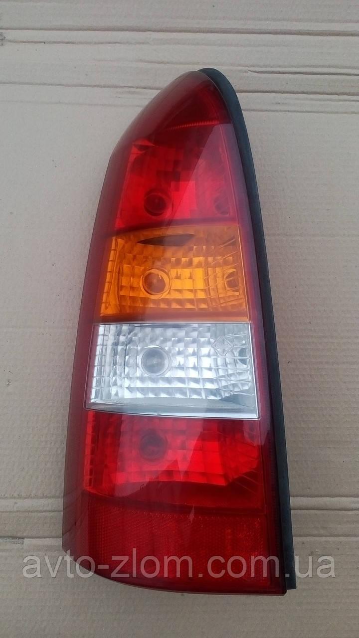 Левый фонарь Opel Astra G універсал.