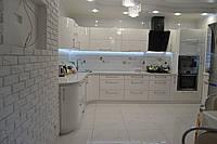 Стильная угловая кухня с радиусными элементами, фото 1