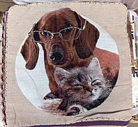 Декоративная наволочка с вышивкой собака