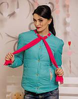 Стильная женская курточка с шифоновым шарфом цвет изумруд