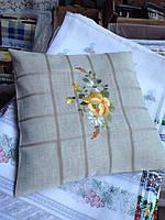 Декоративная наволочка льняная с вышивкой желтые цветы