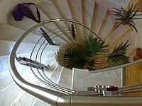 Винтовая лестница облицованная мрамором для частного дома (коттеджа)