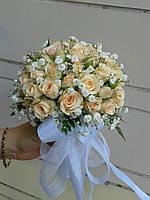 Свадебный букет из кремовых маленьких розочек