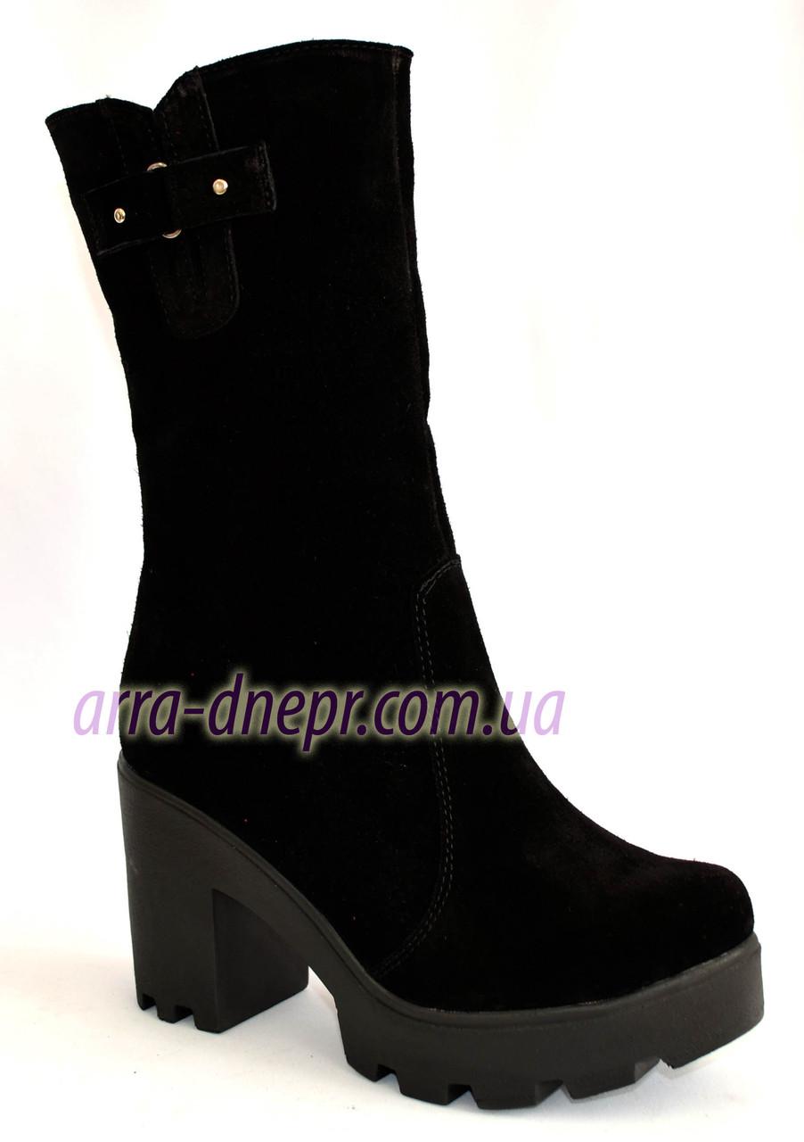 Женские   замшевые ботинки на тракторной подошве
