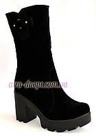 Женские зимние замшевые ботинки на тракторной подошве, фото 1